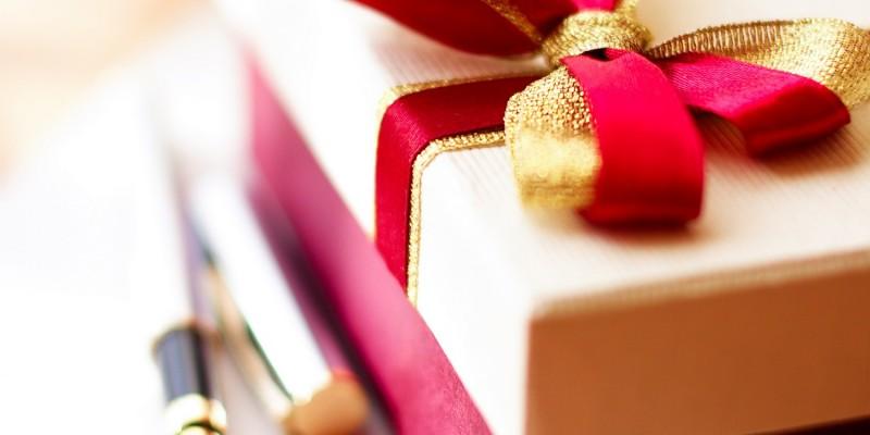 Geschenkbox mit Schleife